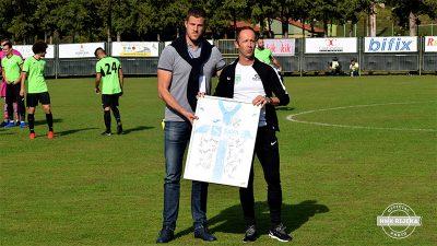 Daliboru Viškoviću uručen dres s potpisima igrača Rijeke