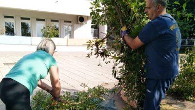 U OKU KAMERE Brojni roditelji, volonteri i djelatnici očistili okoliš Dječjeg vrtića Krnjevo