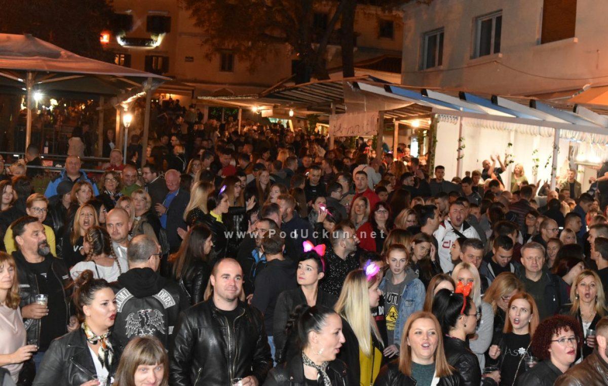 VIDEO/FOTO Izvrsna fešta do sitnih noćnih sati obilježila prvu večer Bele nedeje