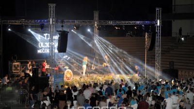 FOTO Brojna publika uživa uz velike estradne zvijezde na humanitarnom koncertu udruge Portić