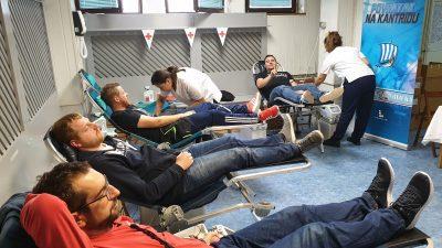 U OKU KAMERE Brojni Riječani odazvali se na dobrovoljno darivanje krvi @  Kantrida