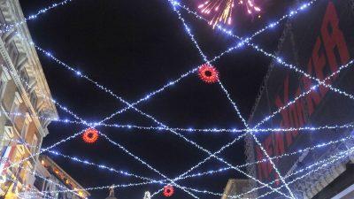 VIDEO/FOTO Rijeka je odjenula blagdansko ruho – Upaljena spektakularna božićna rasvjeta