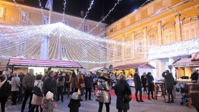 VIDEO Rijeka je zakoračila u čarobno vrijeme blagdana – Paljenjem prve svijeće počeo je Advent u Rijeci
