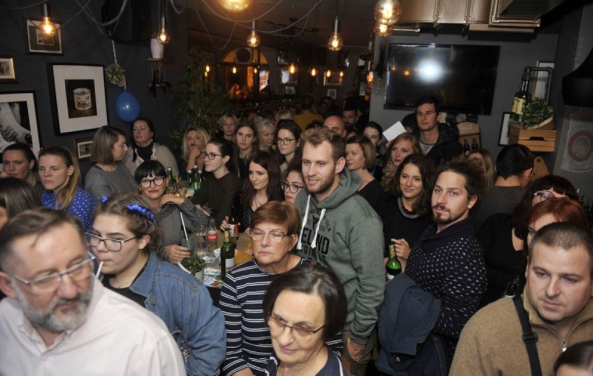 FOTO World Traveler's Bar s Putoholičarima oduševio Riječane!