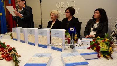 VIDEO/FOTO Monumentalno djelo Cvjetane Miletić – Slovnik kastafskega govora predstavljen javnosti