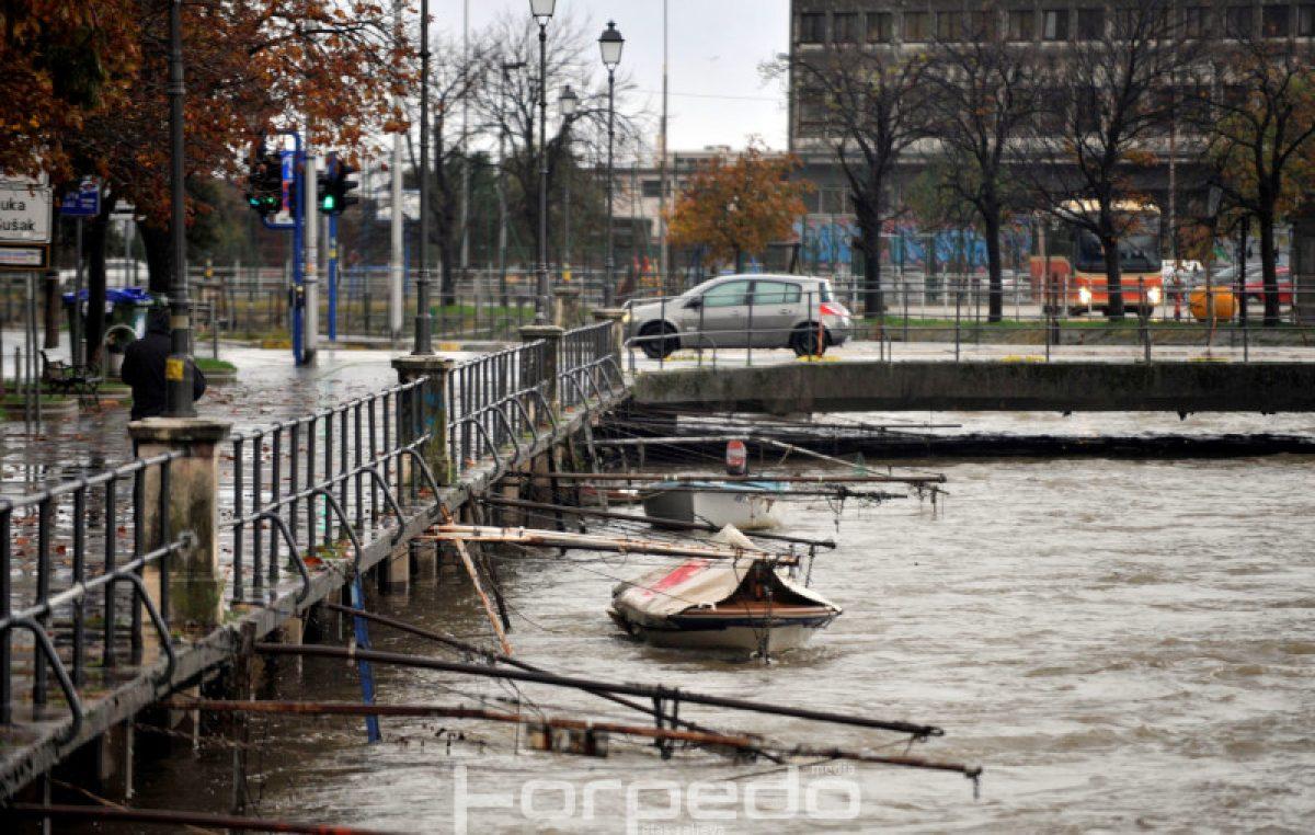Rijeka danas pod 'opsadom kiše' – Nabujala Rječina pokazala punu 'moć vode'