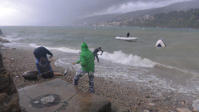 "Snažno jugo donijelo ""podivljale"" valove, obilna kiša potopila Kvarner"