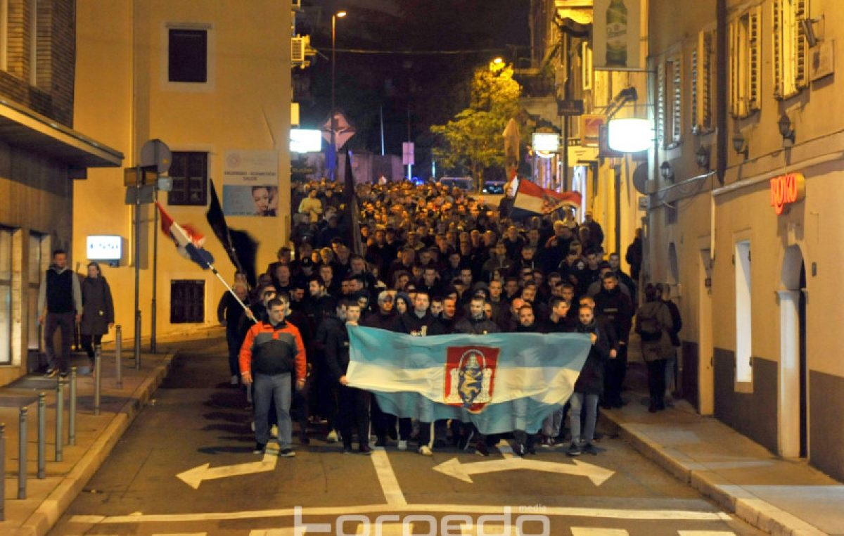 Rijeka je odala počast gradu heroju: Bakljama, povorkom i molitvom u sjećanje na Vukovar