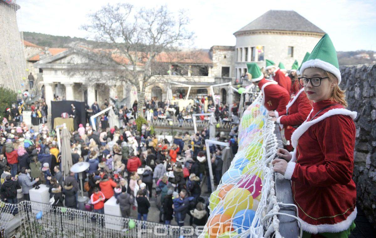 FOTO/VIDEO Novogodišnja 'matineja' na Gradini Trsat oduševila brojne klince – Uz magiju i pjesmu ispratili godinu