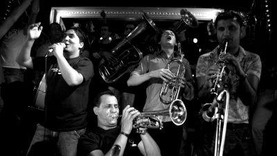Jedan od najuzbudljivijih sastava romskih puhača vraća se u Rijeku – Kočani orkestar stiže u Pogon kulture
