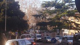 Prometni kolaps oko riječke bolnice: 'Od ulaza do izlaza treba 45 minuta i taj đir plaćamo 10 kuna iako nismo parkirali'