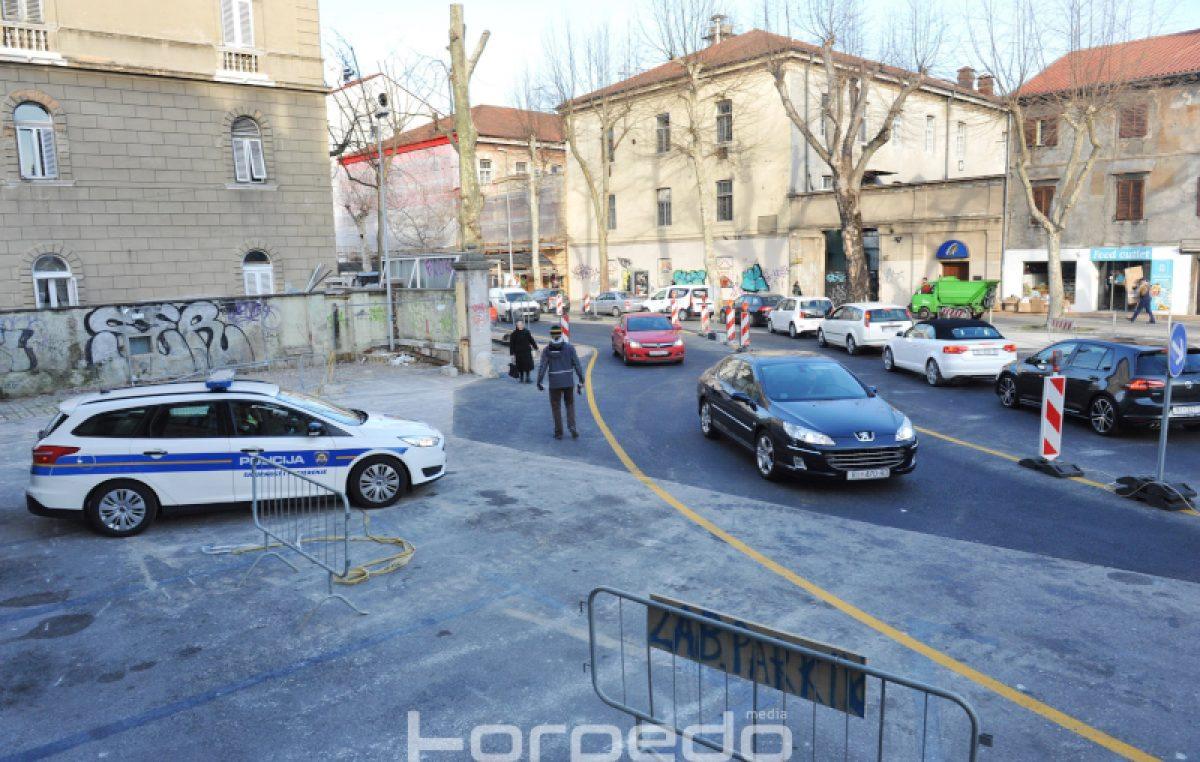 Nova regulacija u Krešimirovoj donijela i veće gužve, putnici uzalud čekali autobuse
