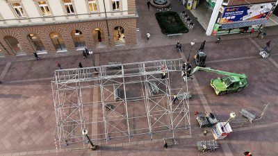 Na tri lokacije na Korzu počela montaža kaleidoskopa za otvaranje svečanosti EPK