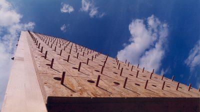 """Na Pećinama se ove subote otvara """"Neboder za ptice"""" – Umjetnička intervencija u prostoru visoka 11 metara s 160 """"stanova"""" za ptice"""