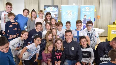 VIDEO HNK Rijeka prijatelj djece: nogometaši obradovali učenike OŠ Eugen Kumičić