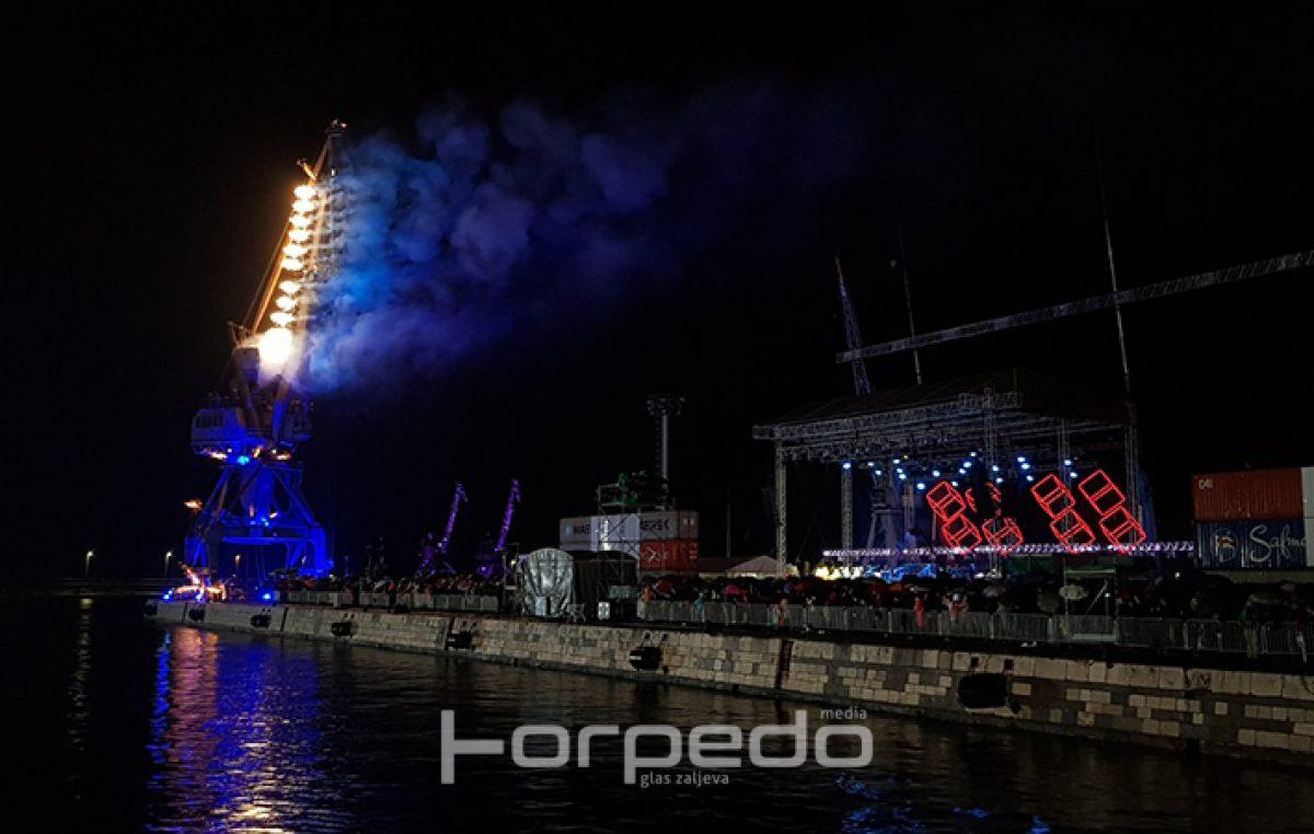 FOTO/VIDEO Kiša, buka, industrija i rock u savršenoj simfoniji: Opera industriale otvorila program EPK