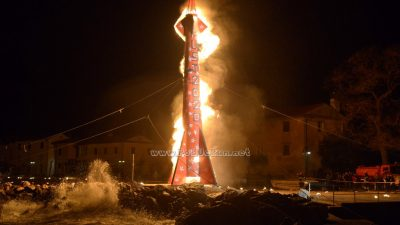 VIDEO/FOTO Okončano je karnevalsko doba – Spektakularno paljenje rakete ponovo oduševilo publiku @ Mošćenička Draga
