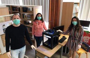 Solidarnost u doba krize: Creski osnovnoškoci izrađuju vizire za potrebe zdravstvenih radnika