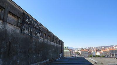 """Svjetlosna instalacija """"Refugees will come"""" zasvijetlit će večeras s krova zgrade ex. Ivexa na Delti"""