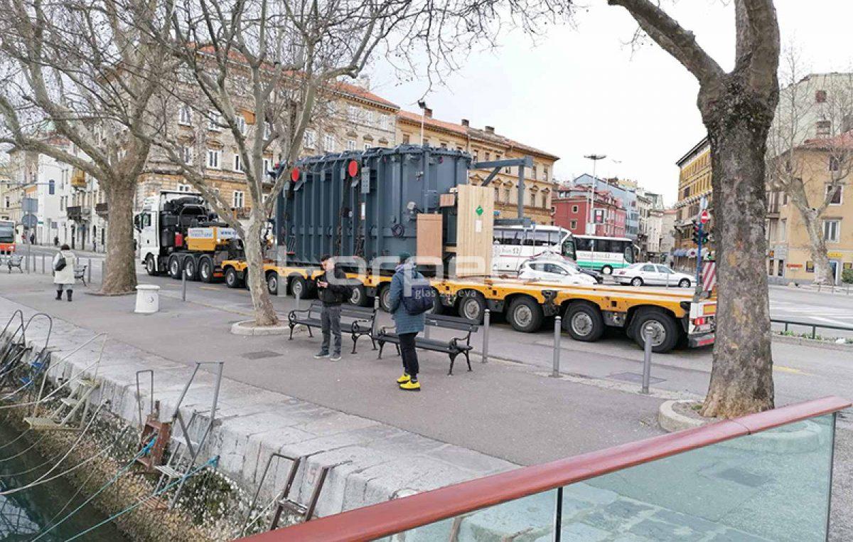 U OKU KAMERE Izvanredan prijevoz blokirao promet u centru grada