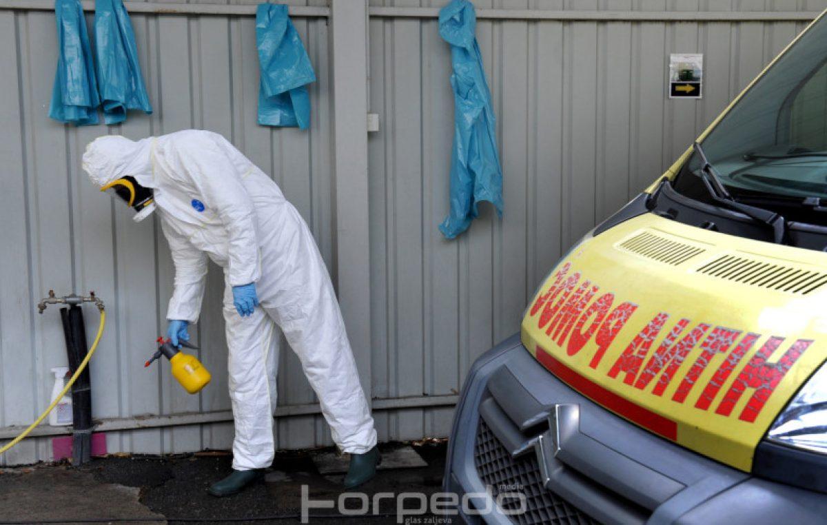 FOTO Sigurnost prije svega – Pogledajte postupak čišćenja kola hitne pomoći nakon prijevoza osobe na koju se sumnja da je zaražena korona virusom