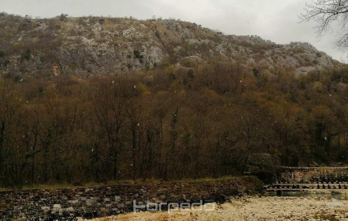 VIDEO Rasplesane bijele pahulje u riječkom zaleđu: Proljeće je tek počelo, a vratila nam se zima