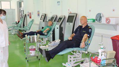 Riječki vatrogasci darivanjem krvi obilježili svoj dan, pridružio im se i gradonačelnik Obersnel