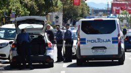 FOTO – KAOS U CENTRU GRADA Policijska potjera za dostavnim vozilom kao iz akcijskih filmova