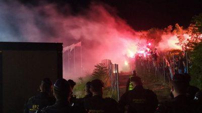 VIDEO Tribine su prazne, ali vjerni navijači okupili su se na brdu iznad rujevičkog stadiona