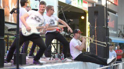 FOTO/VIDEO Fešta nam se vratila u grad! Grooversi rasplesali Korzo nakon duge pauze bez glazbe i zabave