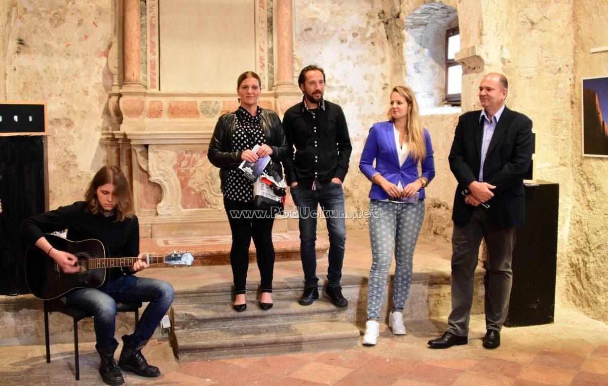 VIDEO/FOTO Boje Mediterana Marka Valjka ispunile galerijski prostor crkvice Sv. Trojica
