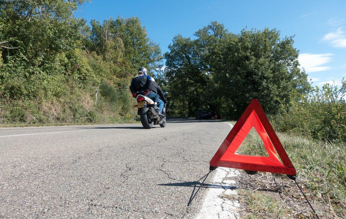 Srušio dvoje motociklista automobilom pa pobjegao s mjesta nesreće