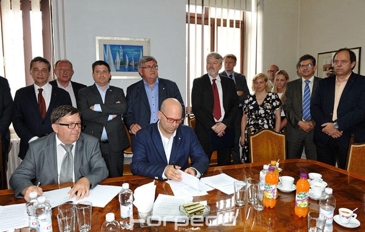 FOTO Potpisivanjem ugovora s tvrtkom MKM Yacht, 3. maj krenuo u novom smjeru