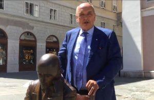 """Gradonačelnik Trsta DiPiazza """"čestitao"""" Obersnelu na izbornom rezultatu pored D'Annunzijevog kipa"""