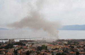 U OKU KAMERE Gusti dim u centru grada uznemirio Riječane: Gorio otpad u riječkoj luci