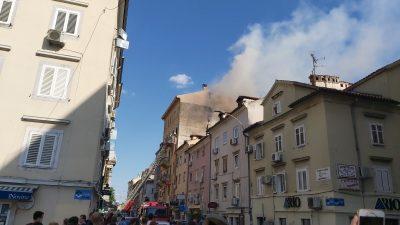Tehnički uzrok skrivio jučerašnji požar potkrovlja u centru Rijeke