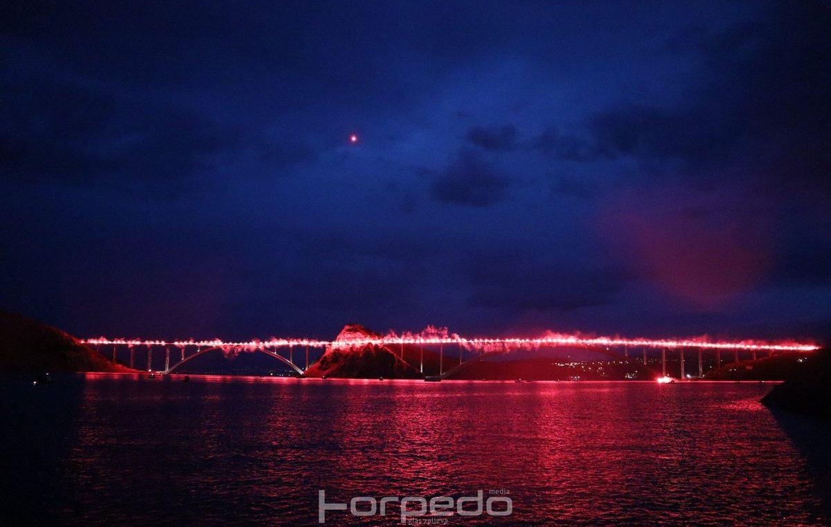 FOTO/VIDEO Krčki most ponovo je gorio za poginule branitelje
