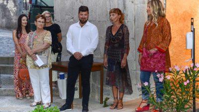 U OKU KAMERE Otvorena izložba 'Zgora oblaki' Diane Radović