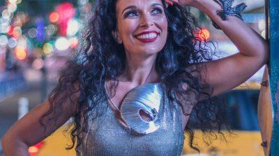 VIDEO Lela Kaplowitz stiže u HKD na Sušaku – Osebujna pjevačica i skladateljica u Rijeku dolazi s novim autorskim projektom