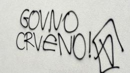 Noću napadnuta poliklinika Nikole Ivaniša: Razbijen prozor i nacrtan uvredljiv grafit