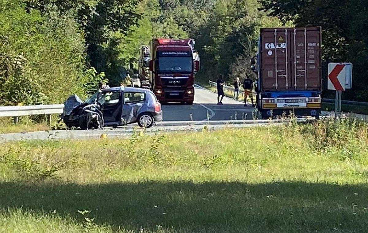 U prometnoj nesreći kod Pasjaka smrtno stradala 33-godišnja vozačica
