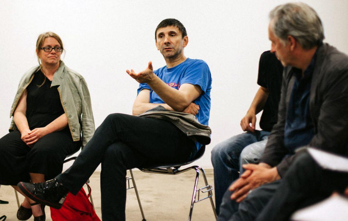Šetanje napuštenosti: performans umjetnika Siniše Labrovića u nedjelju na Korzu i lukobranu