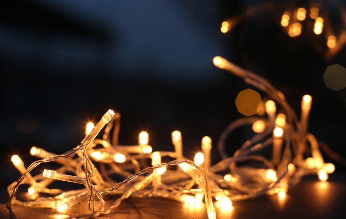 Božićna čarolija u Kostreni – Paljenje lampica u Me Gusta baru