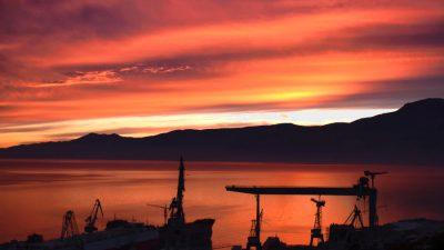 Narančasto-crveno nebo nad zaljevom – očekuje nas koliko-toliko stabilno vrijeme