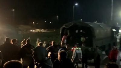[VIDEO] Prihvatni centar na ulazu u Petrinju u punom pogonu, iz PGŽ-a stigla prva teretna vozila s potrepštinama