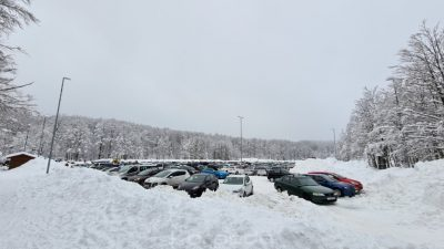 Snježni vikend donio zimske radosti, ali i probleme u prometu; domaća skijališta nastavljaju s radom i preko tjedna