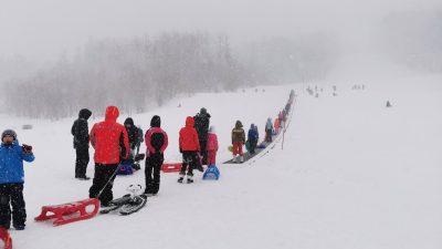 [VIDEO] Zimska idila: Platak u okrilju pahuljica i danas pod 'opsadom' ljubitelja skijanja i sanjkanja