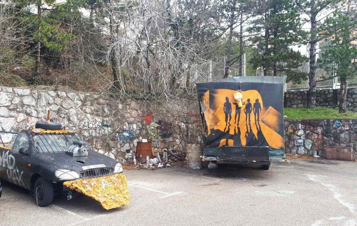 [U OKU KAMERE] Mad Max zaboravio na vozilo: Maškarani auto-otpad već godinu dana 'trune' na Vežici