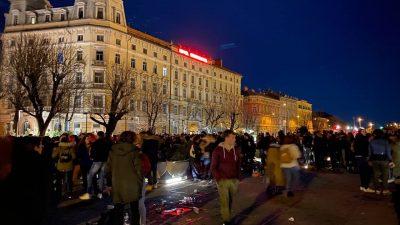 U OKU KAMERE Noćas se ponovo 'feštalo' kod Konta, okupile se stotine mladih