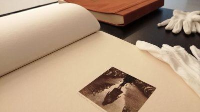 """Baci oko u album – Galerija Kortil u sklopu izložbe """"Oblici vremena i kronotopije"""" organizira dvije radionice za školarce"""